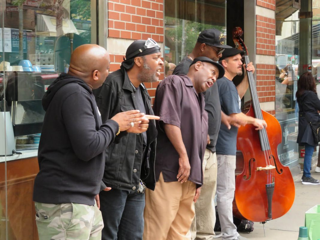 New York City: Strassenmusiker singen